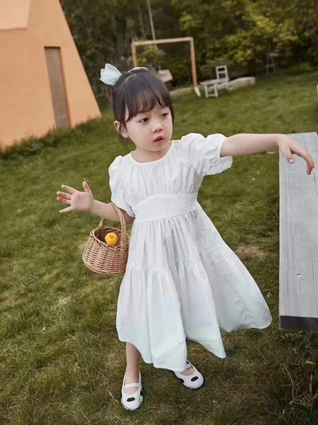 衣黛童装集合店童装品牌2021夏季洋气背心白色裙
