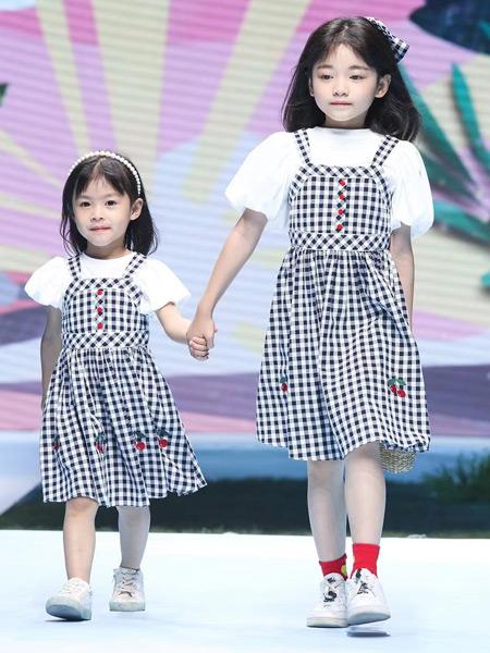 优露童装品牌2021春夏撞色黑白格子吊带裙