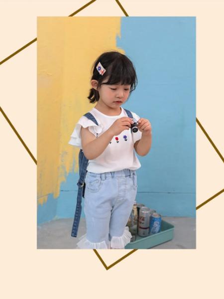 PEIQI Family童装品牌2021夏季白色印花朵T恤