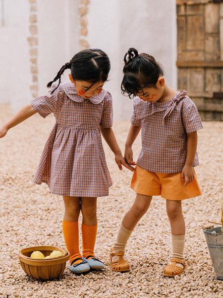 Mayosimple五月童品童装品牌2021春夏气质款翻领连衣裙,格子蝴蝶结衬衣