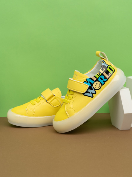 SmileyWorld童鞋品牌2021春夏休�e鞋