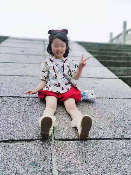ULLU优露童装品牌2021夏季刺绣花朵泡泡袖上衣