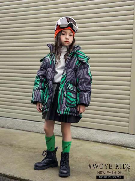 喔也童装品牌2021秋冬撞色纹路羽绒服