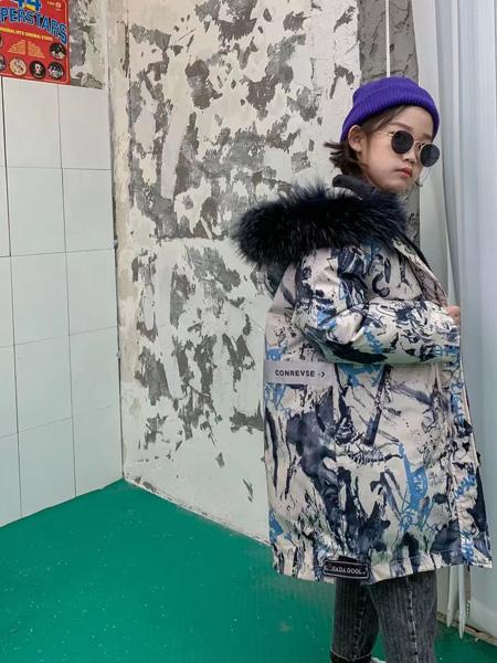 妙优童装品牌2021秋冬迷彩色加绒外套