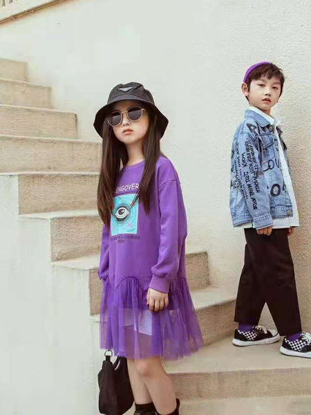 宾果童话童装品牌2021秋季紫色卡通印花连衣裙