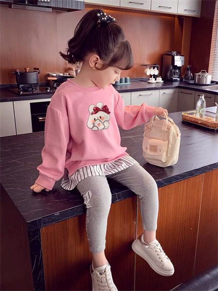 123童装童装品牌2021秋季小兔子印画粉色上衣套装