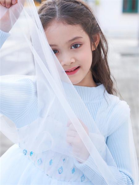 芭乐兔童装品牌2021秋冬蓝色针织上衣