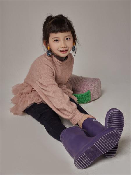 小资范童装品牌2021秋季圆领纯棉针织衫上衣