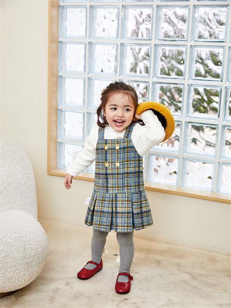 艾艾屋童装品牌2021秋季格子纹路背带裙