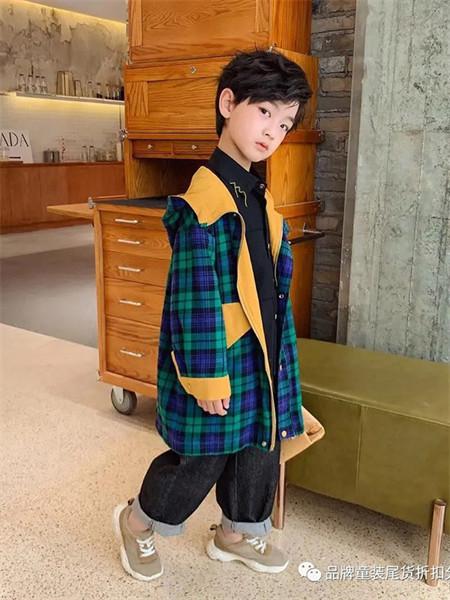 武林兵团童装品牌2021秋季拼接色格子纹路风衣外套