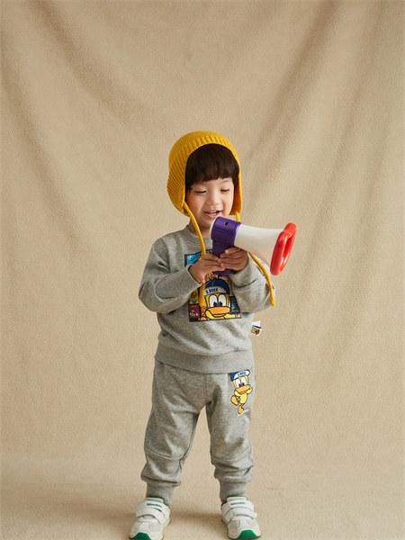 甜心鸭子童装品牌2021秋季新品纯色印花补丁两件套