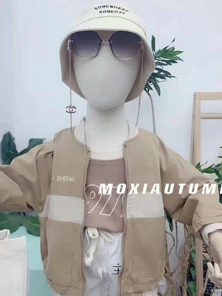 小明星童装品牌2021秋冬卡其色棒球服