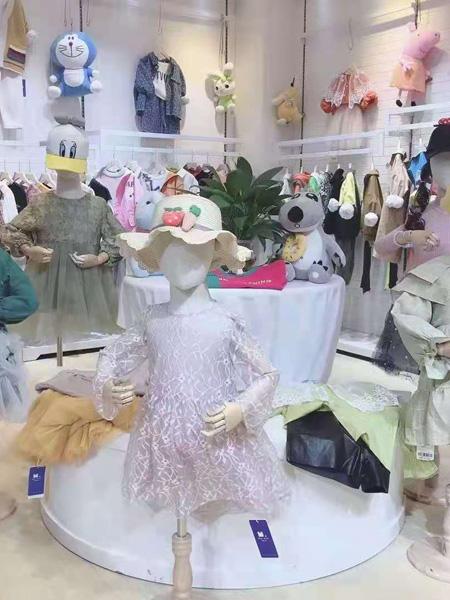 小明星童装品牌2021秋冬蕾丝连衣裙