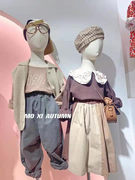 小明星童装品牌2021秋冬娃娃领上衣