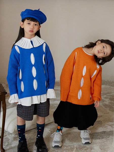 拉酷儿童装品牌2021秋冬蓝色设计十足上衣